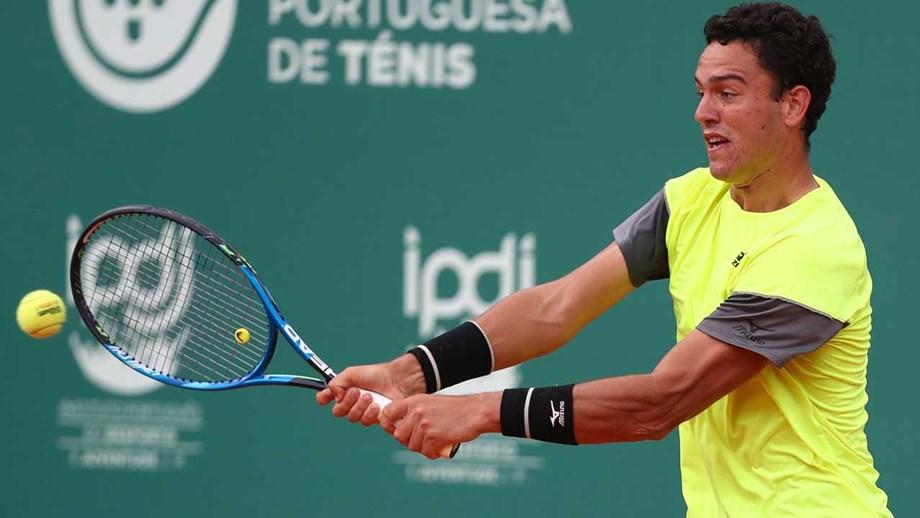 Tenista Gonçalo Oliveira apura-se para a segunda ronda do 'challenger' de Anning