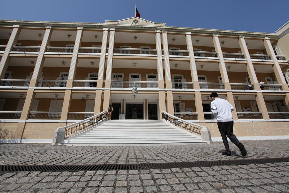 MNE | Consulados voltam gradualmente à normalidade