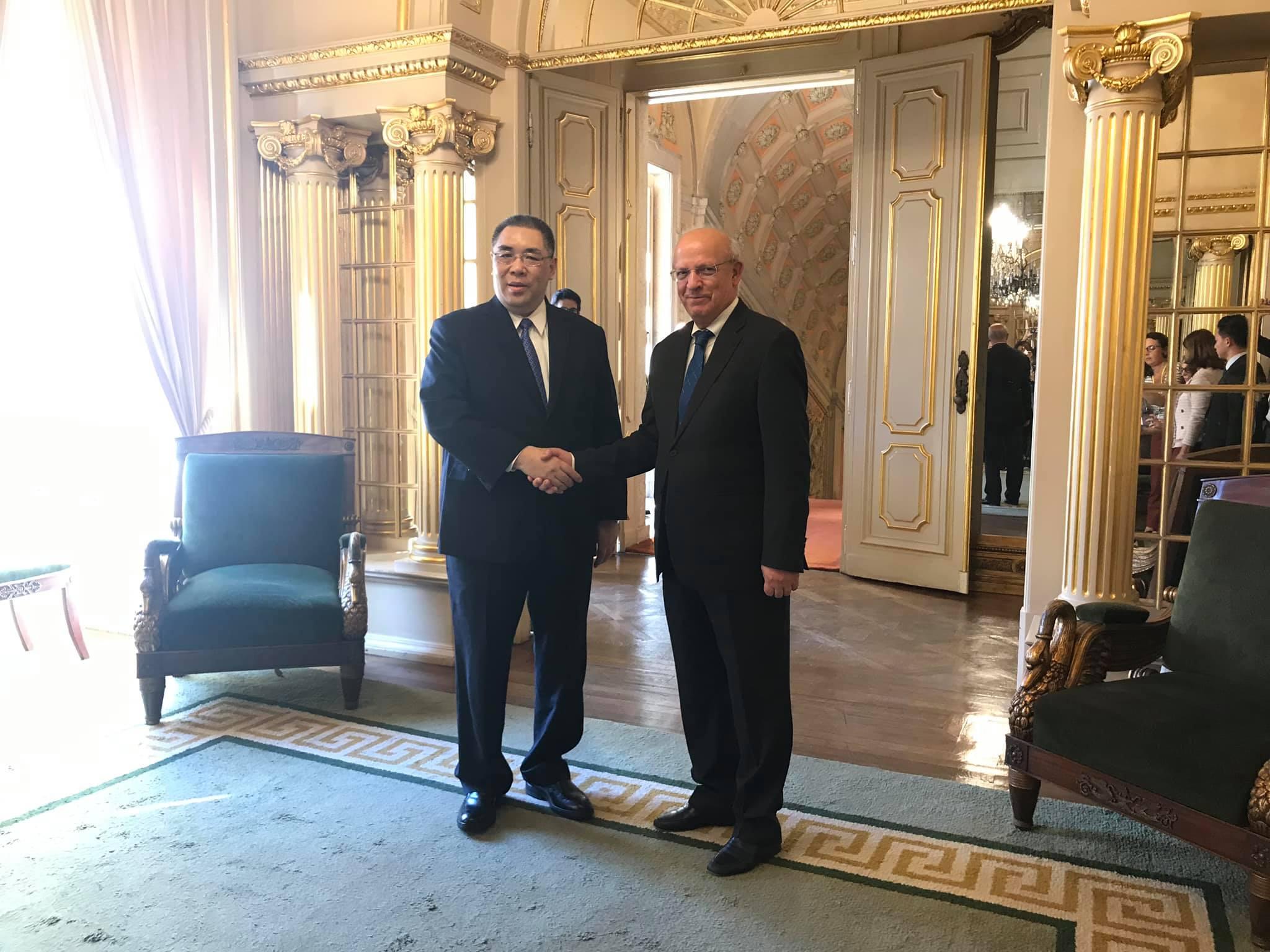 Chui Sai On em Portugal   Assinados três acordos no âmbito da Comissão Mista