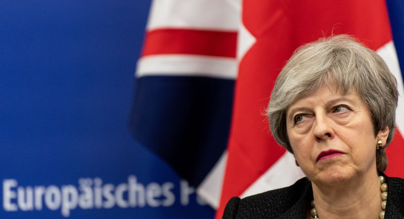 Theresa May demite-se devido ao fracasso do Brexit
