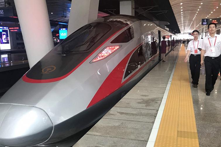 Comboio rápido dedicado a Macau liga Nanning a Zhuhai