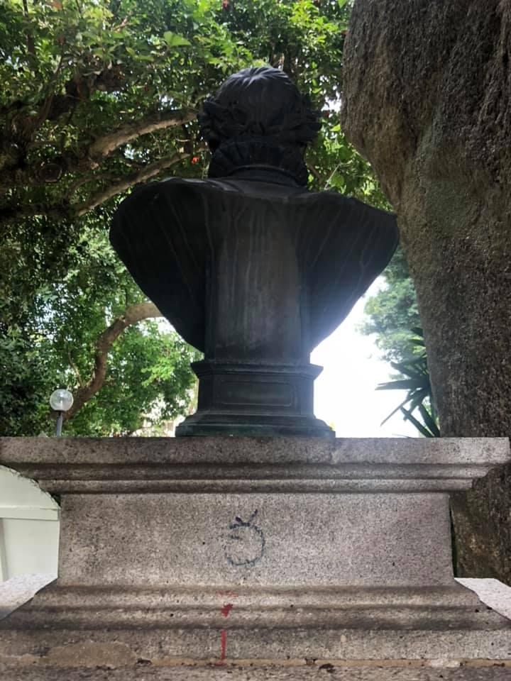 Património   IAM vai rever graffiti no busto de Camões