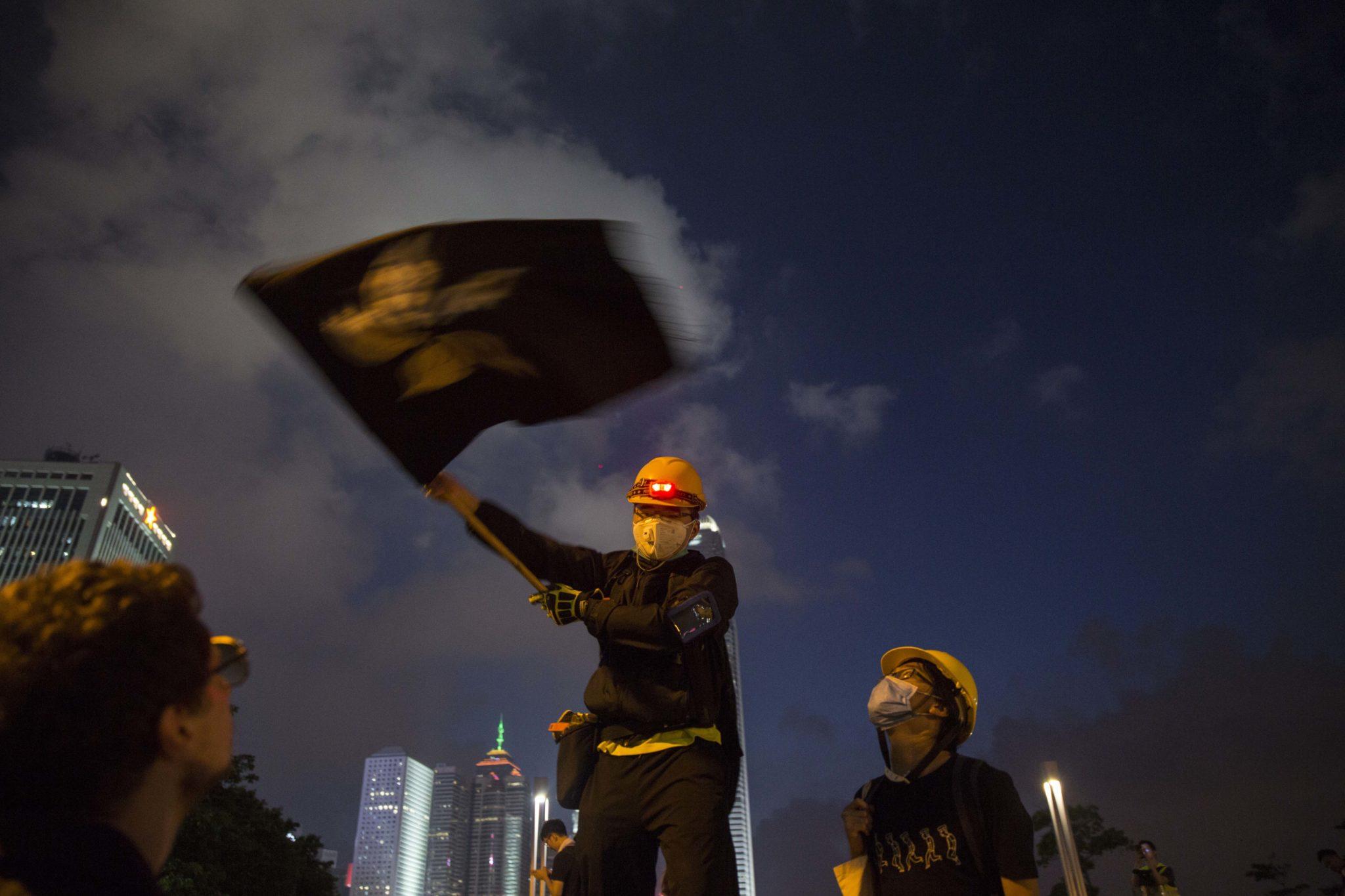 Polícia de Hong Kong anuncia detenção de 29 pessoas no violento protesto de sábado