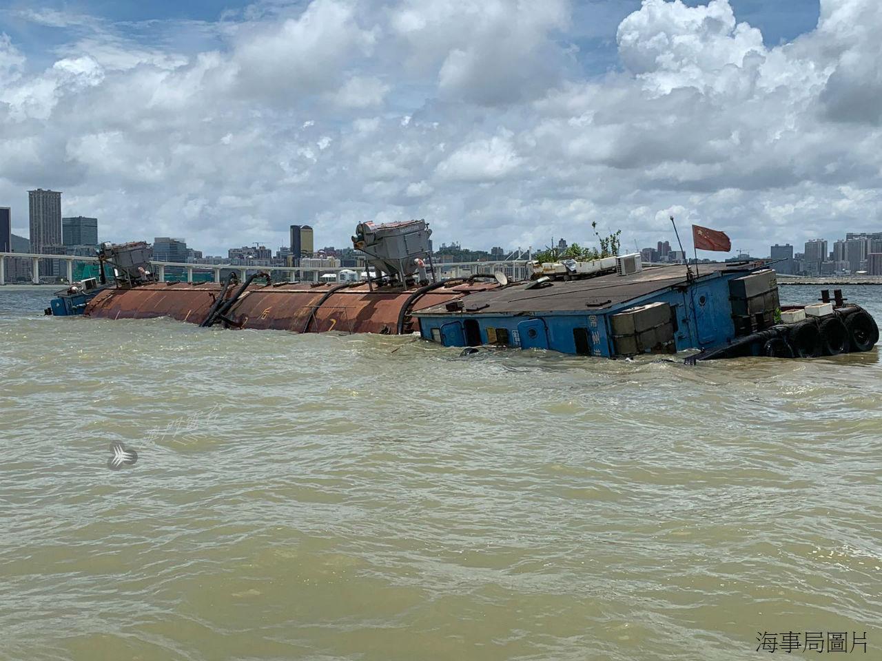 Porto Interior | Choque de navios de carga sem feridos