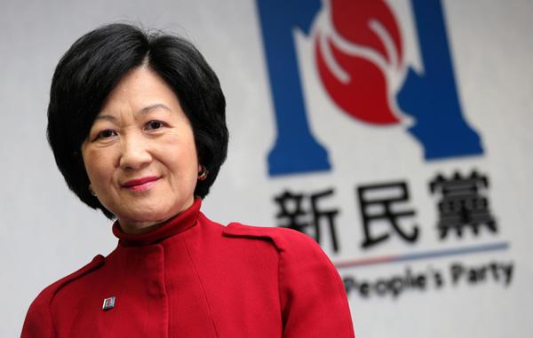 Hong Kong | Partido de Regina Ip sugere distribuição de 8 mil dólares aos residentes