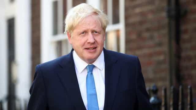 Reino Unido | Cerimónia no parlamento perturbada por protestos da oposição
