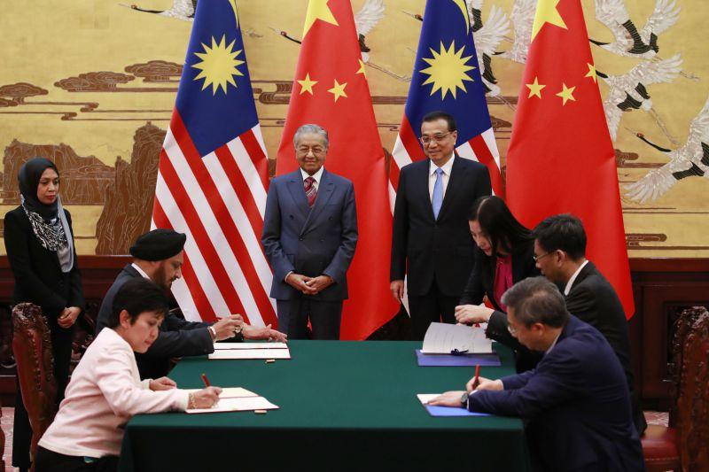 """China quer """"consultas amigáveis"""" para resolver diferendo com Malásia"""