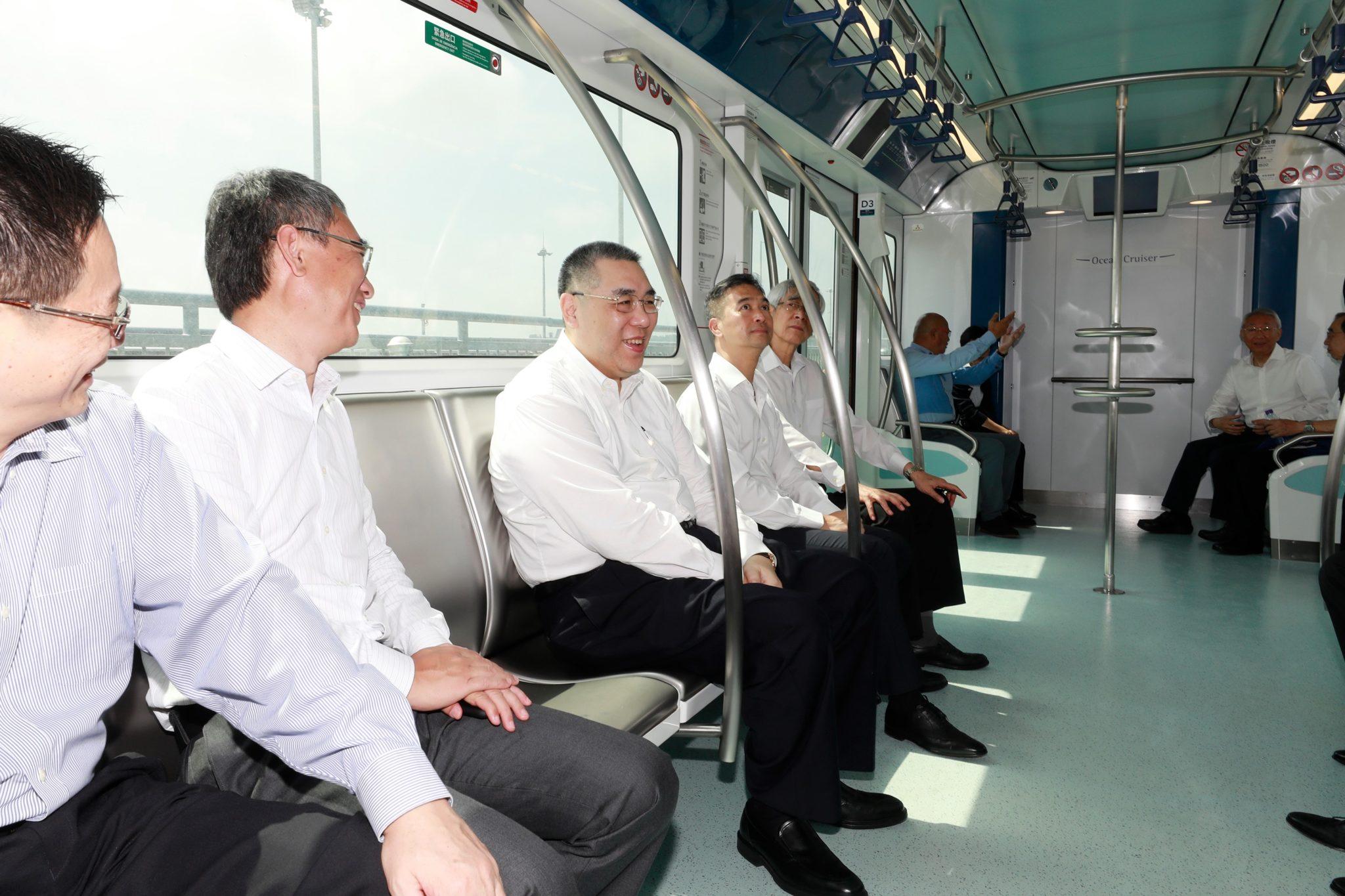 Metro Ligeiro | Chui Sai On experimenta as carruagens