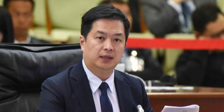 Ambiente | Lam Lon Wai exige mais carros eléctricos