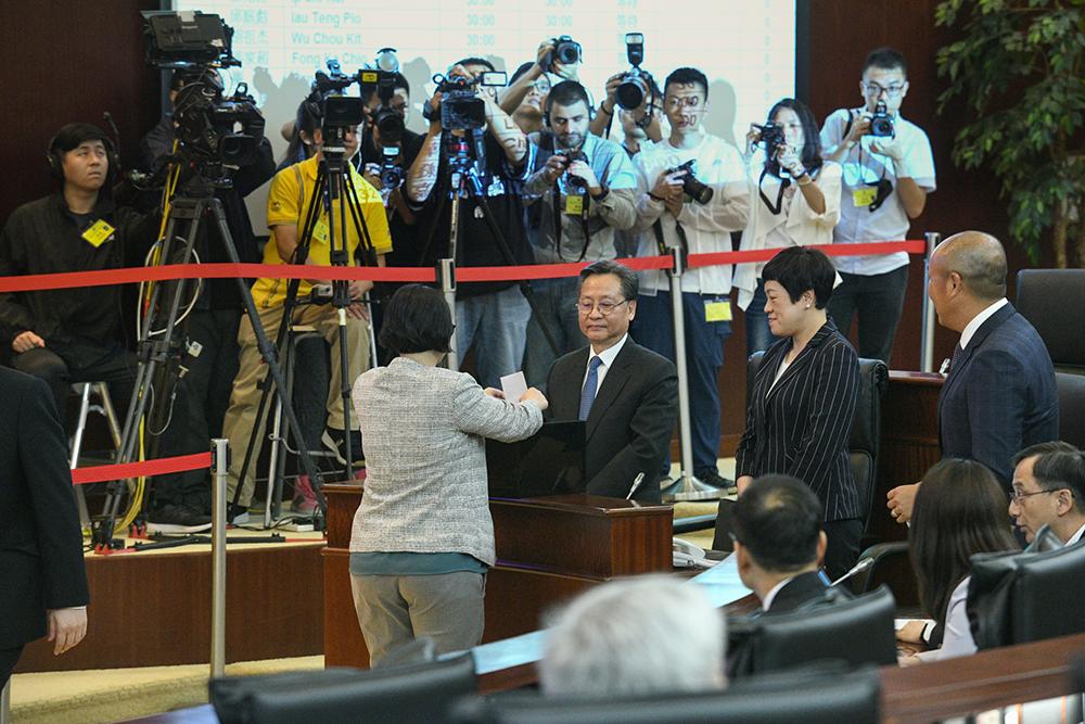 Kou Hoi In eleito presidente da AL e promete supervisionar o Executivo