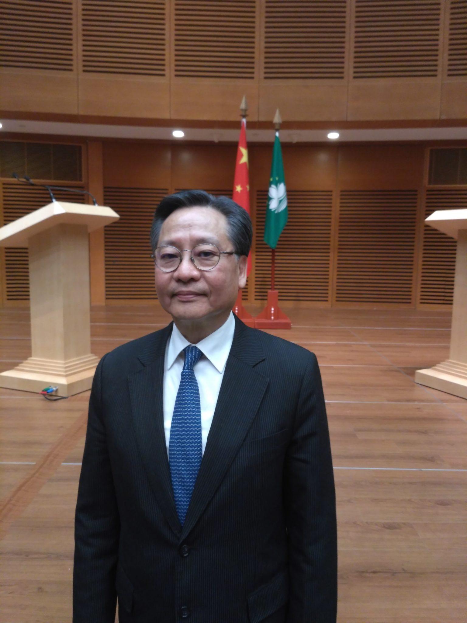 CAECE | Song Man Lei em silêncio sobre juramento de Kou Hoi In