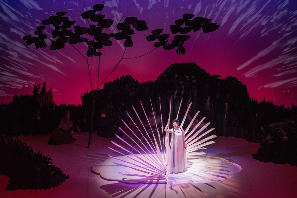 "Ópera   ""Paradise Interrupted"" de Jennifer Wen Ma no MGM Theatre do Cotai"