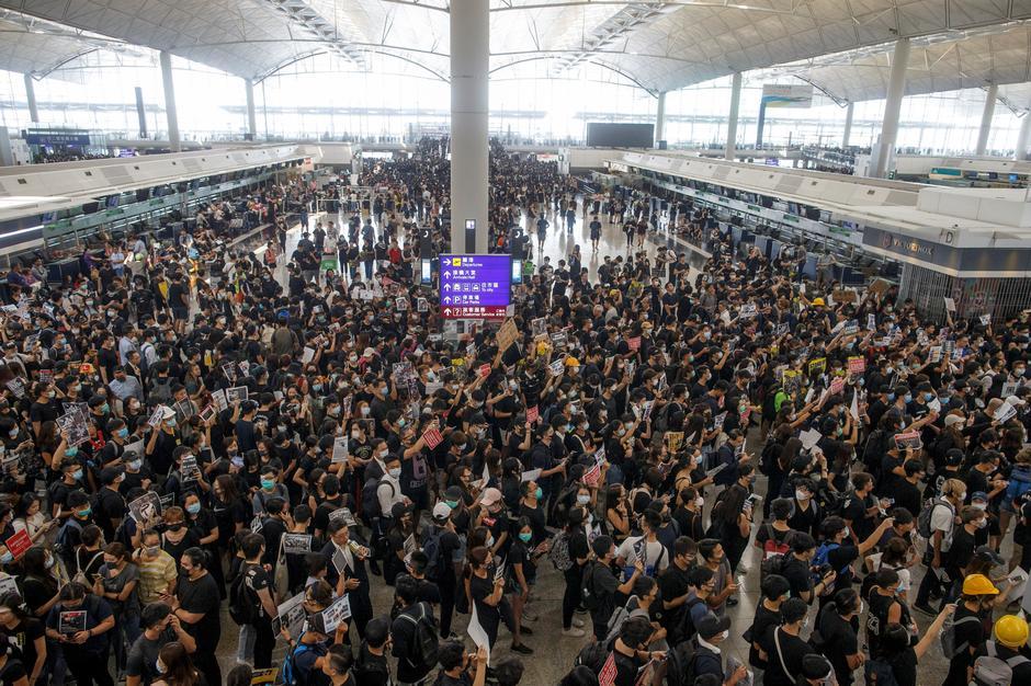 Protestos no aeroporto de Hong Kong com impacto nos casinos