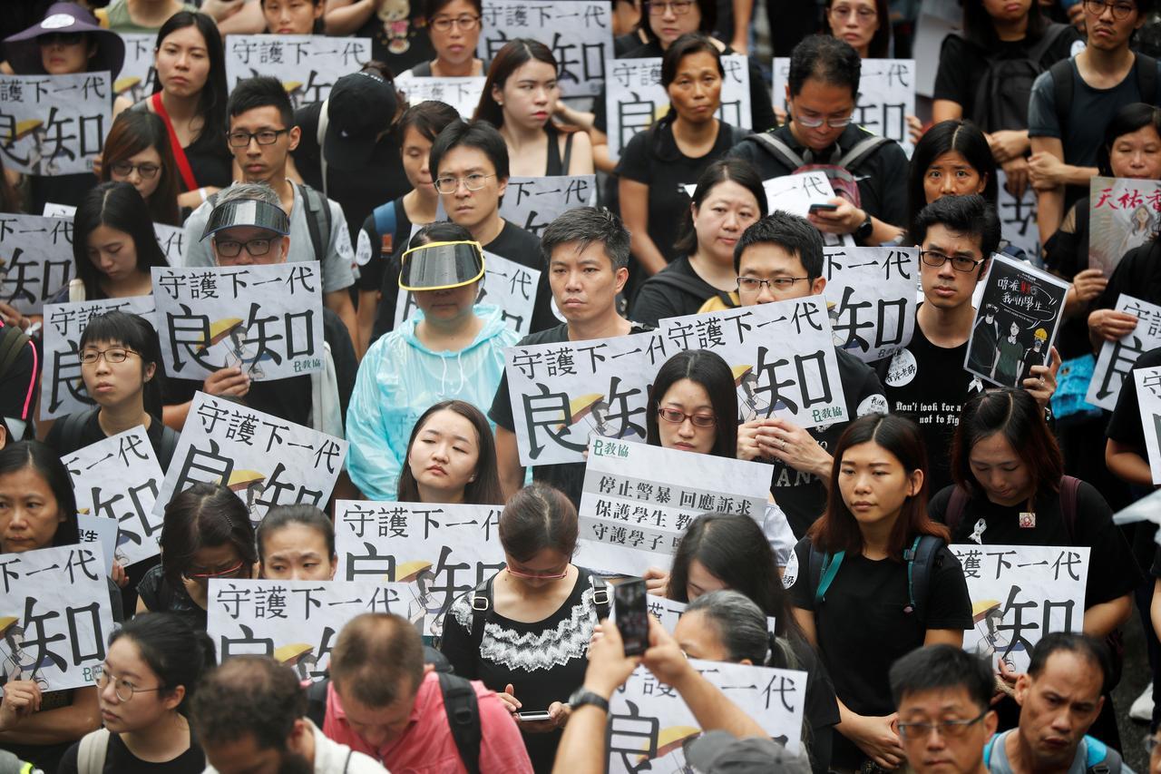 Representante dos Negócios Estrangeiros acha que Hong Kong contaminou o mundo com violência