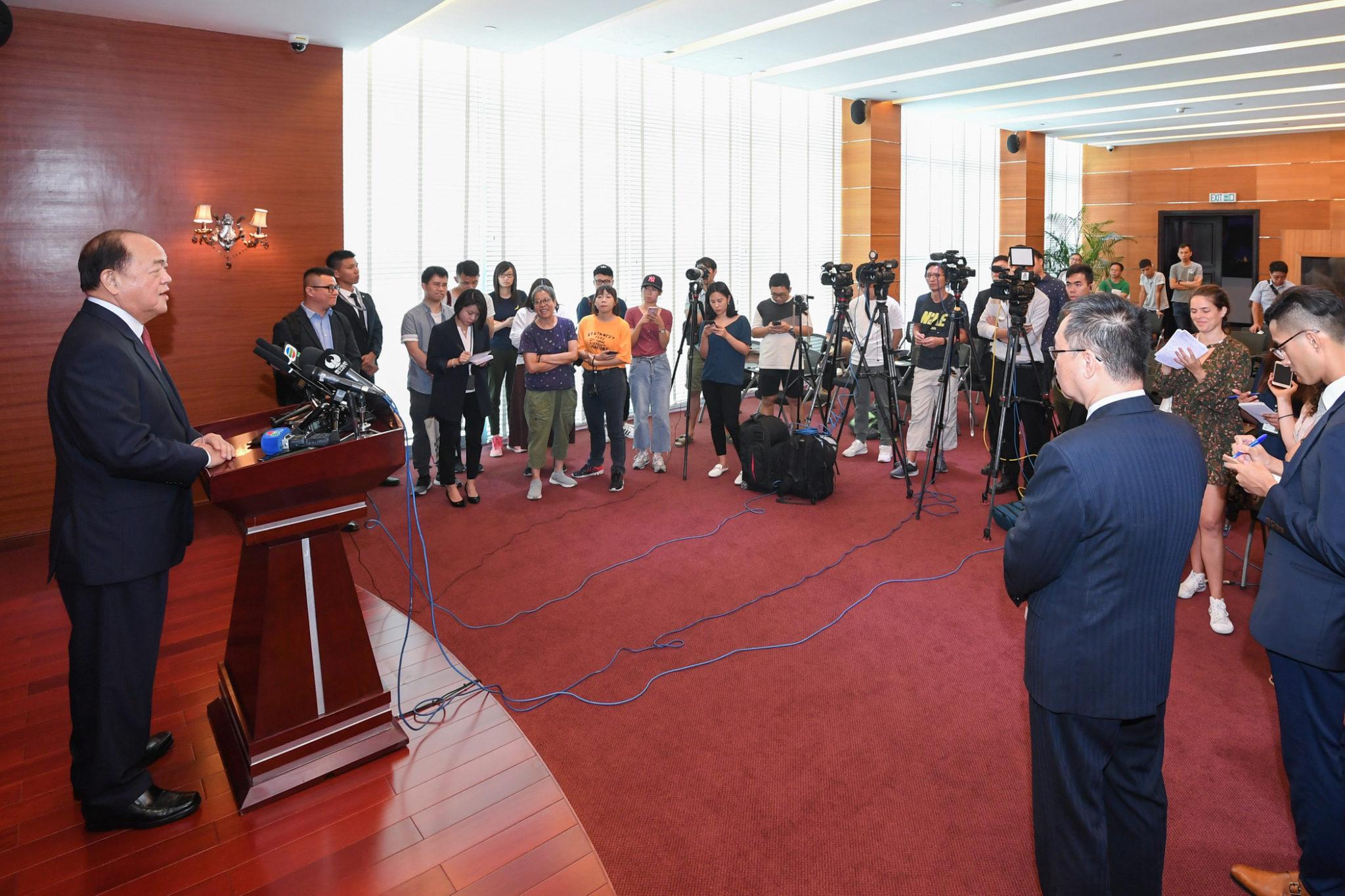 Governo   Ho Iat Seng partiu para Pequim para receber diploma de indigitação