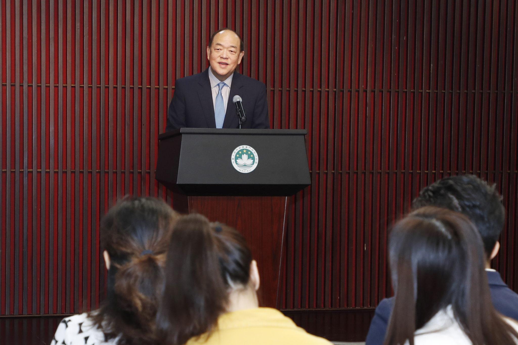 Executivo | Ho Iat Seng deve manter Wong Sio Chak e Raimundo do Rosário