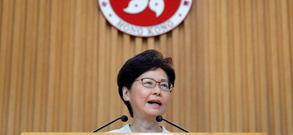 Hong Kong | PM chinês pede a Carrie Lam que analise problemas sociais