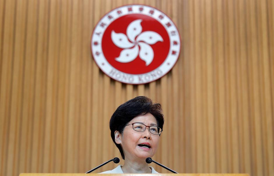 Chefe do Governo de Hong Kong retira formalmente lei da extradição