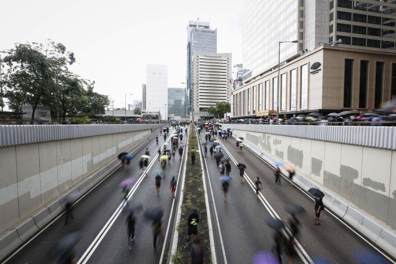 Hong Kong | Activistas dizem que retirada da lei é positiva, mas insuficiente