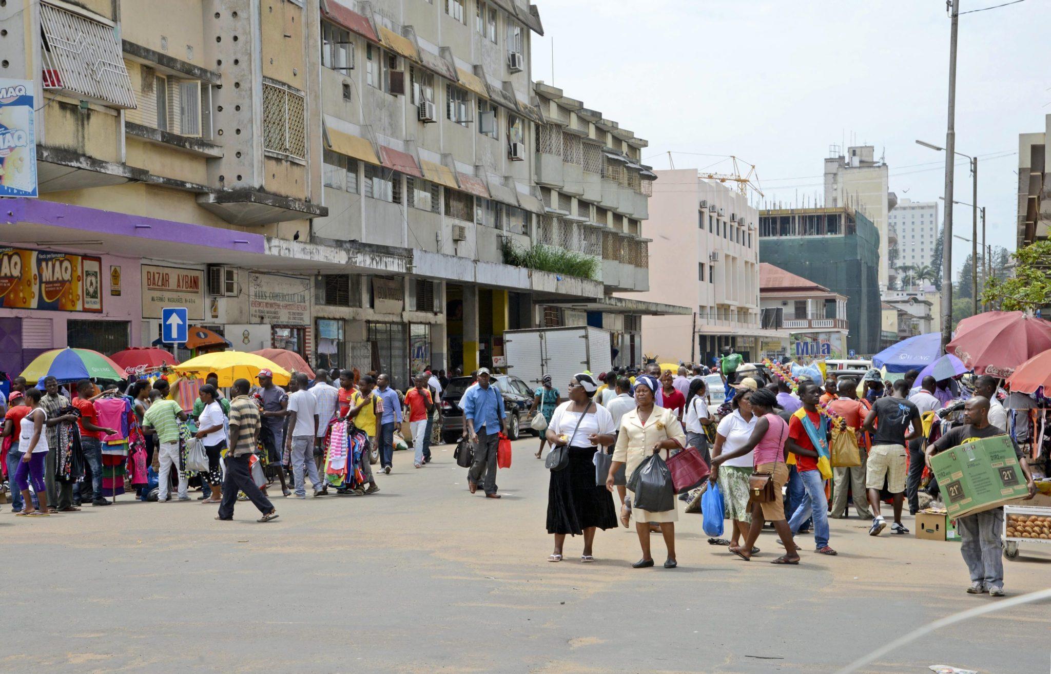 Covid-19 | Cabelo da China pagava tudo, agora Hélder desespera na baixa de Maputo