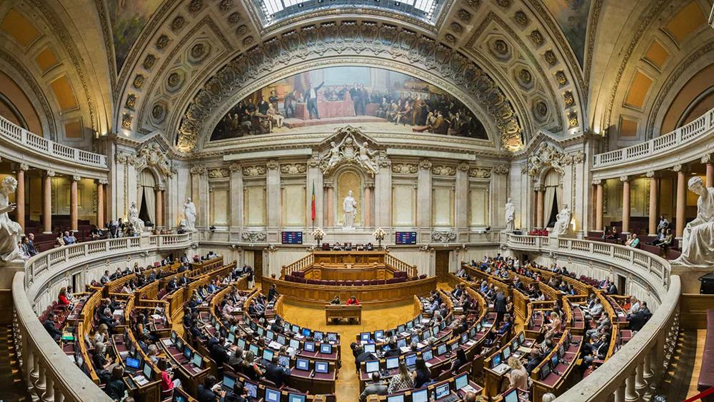 Português | Declarações de Coutinho originam reacção de CDS-PP