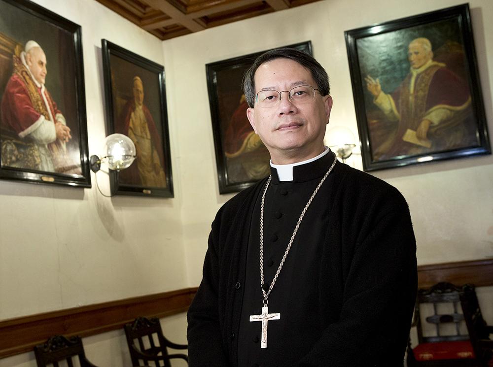 Aniversário da RPC   Bispo Stephen Lee recusa mal-estar com Governo por causa de projecção de luzes