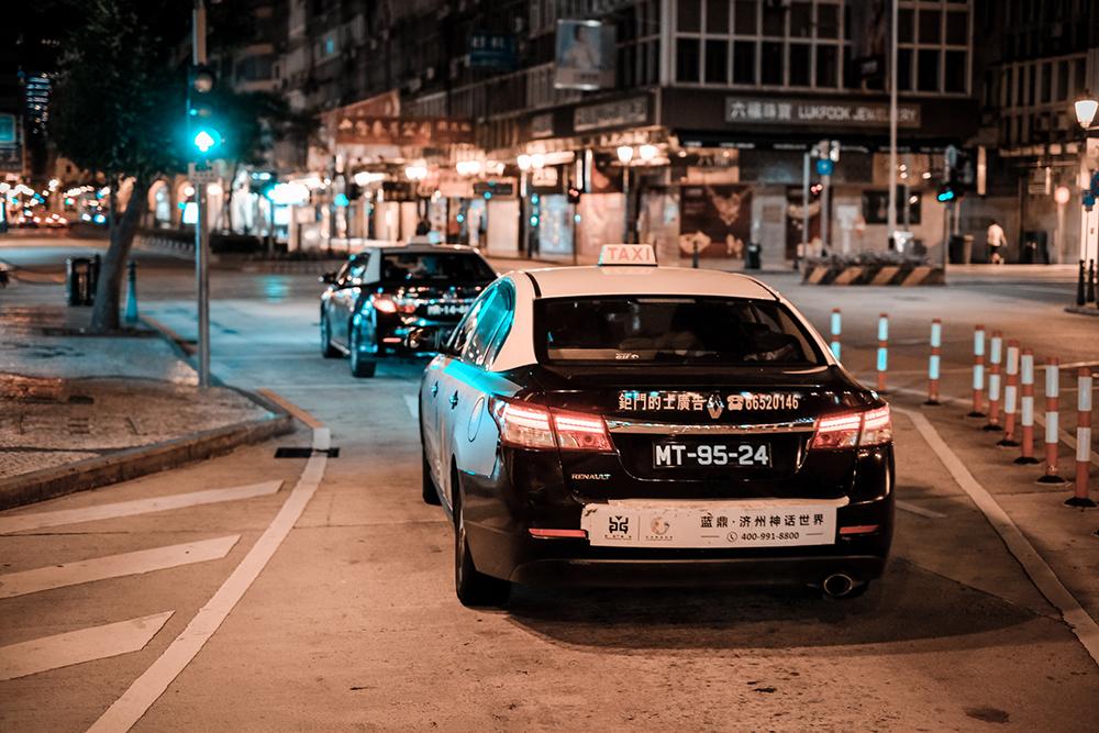 Táxis | Sistemas inteligentes instalados em mais de mil carros