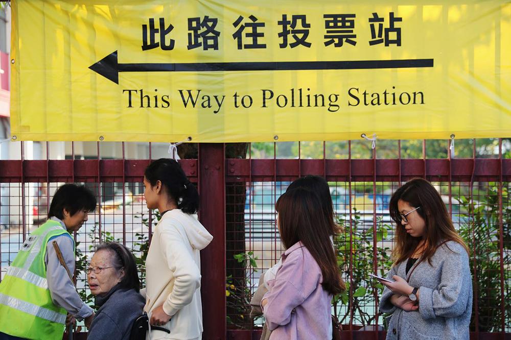 UE pede que decisão de adiar eleições em Hong Kong seja reconsiderada