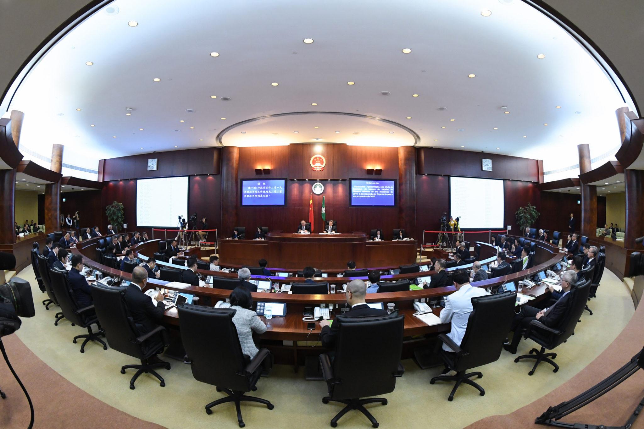 As reacções aos dez anos de governação de Chui Sai On