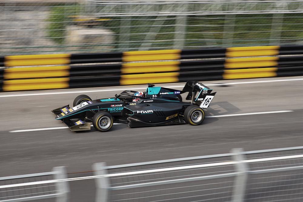 F3 | Jake Hughes provisoriamente na pole position