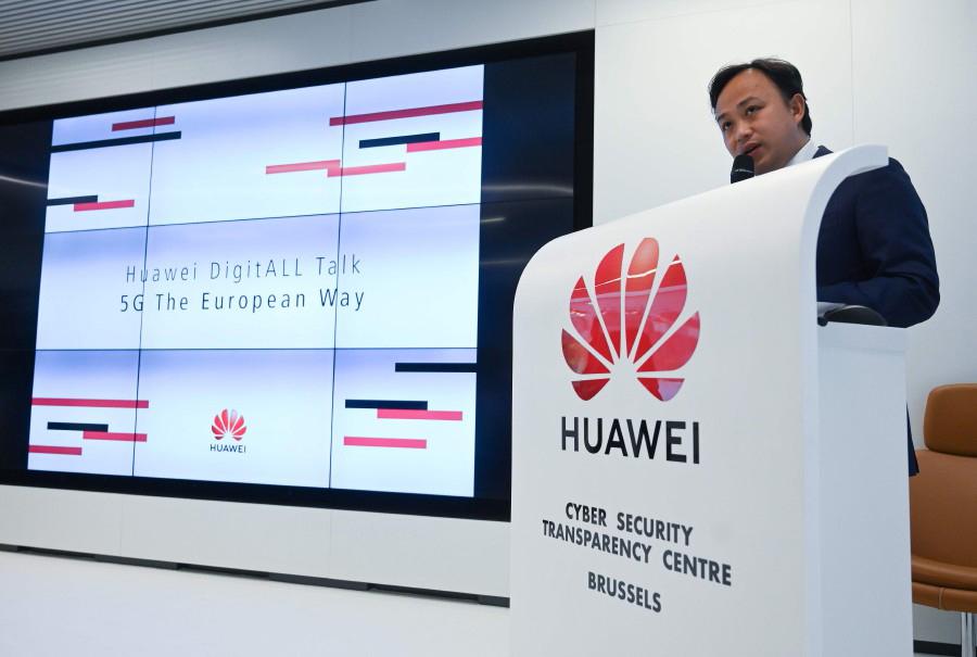 """Huawei a lutar pela """"sobrevivência"""" face a """"incessante agressão"""" de Washington"""
