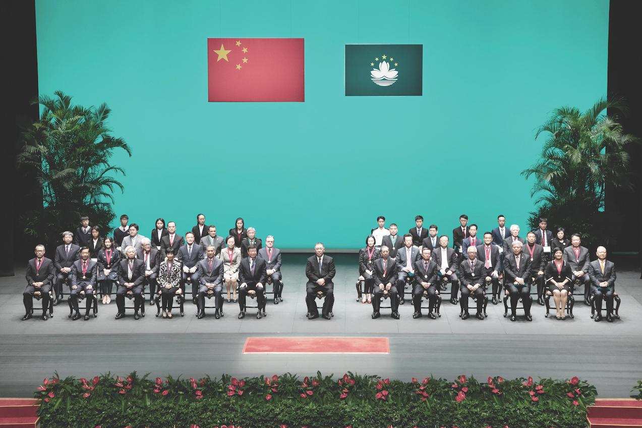 Medalhas   Ma Iao Lai recebeu Lótus de Ouro e elogiou desenvolvimento da China e Macau