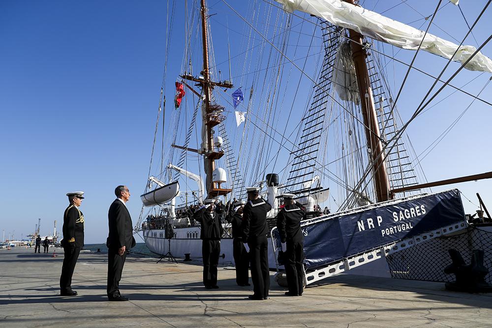 Circum-navegação   Joaquim Magalhães de Castro participa na expedição do navio Sagres