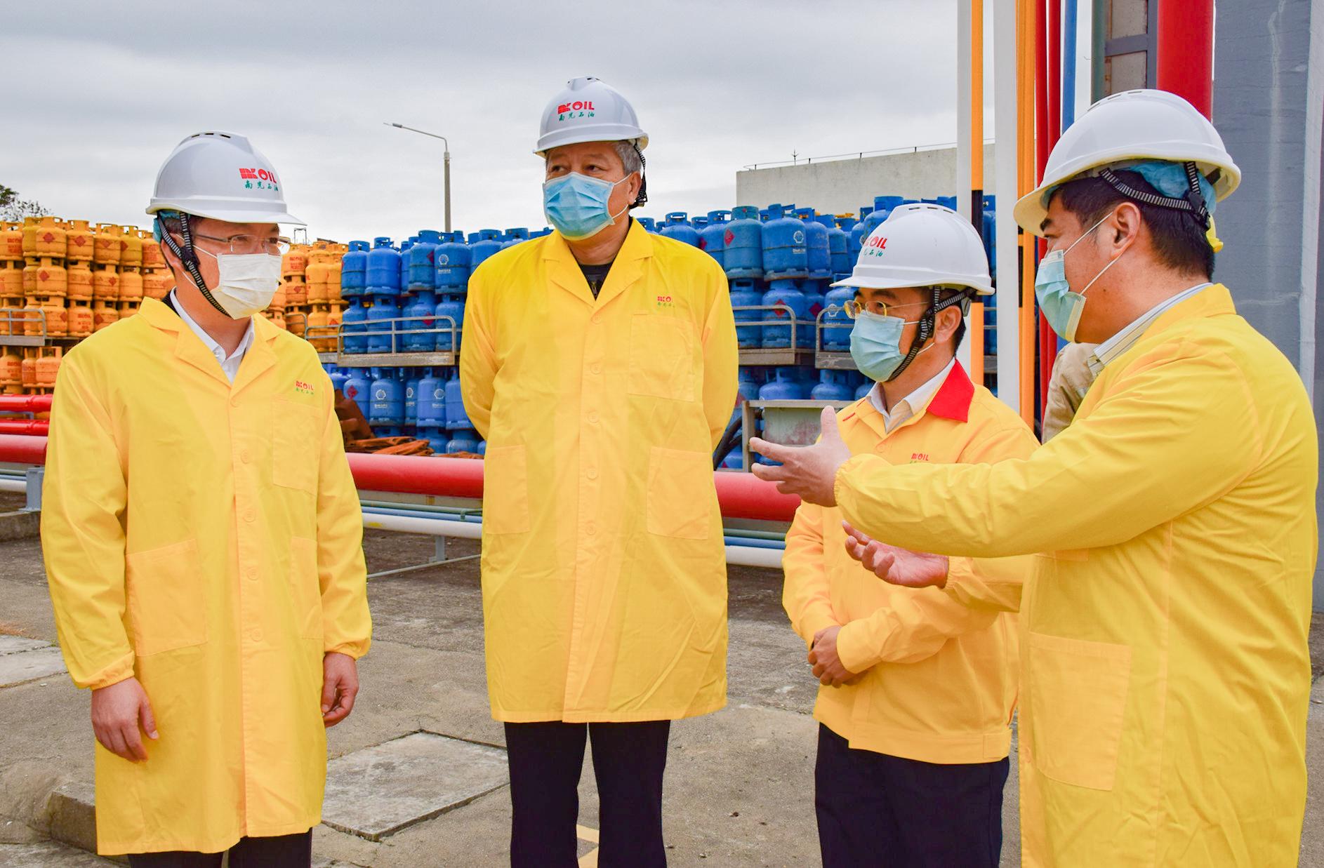 Nam Kwong | Doação de quatro mil litros de álcool desinfectante
