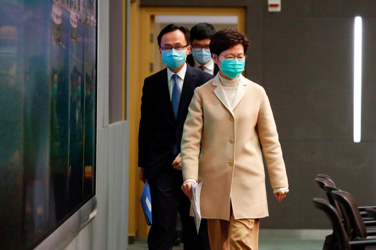 Hong Kong | Carrie Lam anuncia medidas acordadas com Pequim para resgatar a economia