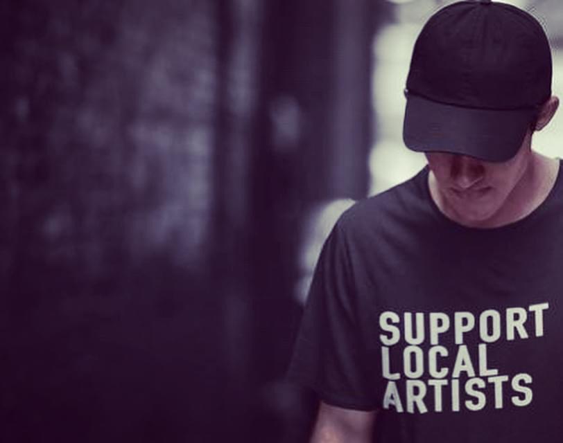 Covid-19   Residentes lançam t-shirts para ajudar artistas e freelancers