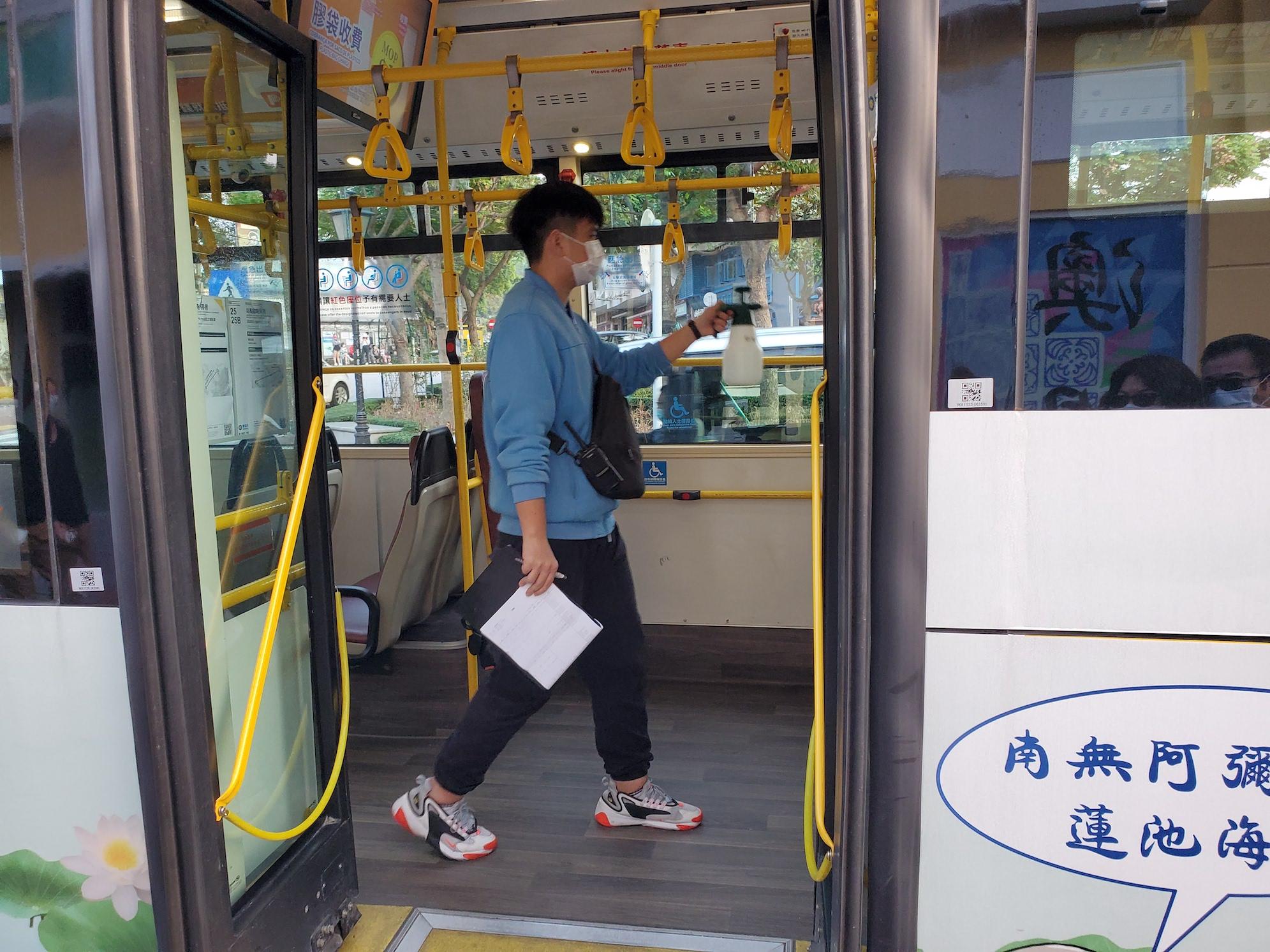Covid-19 | Passageiros dos autocarros 17 e 19 devem contactar autoridades