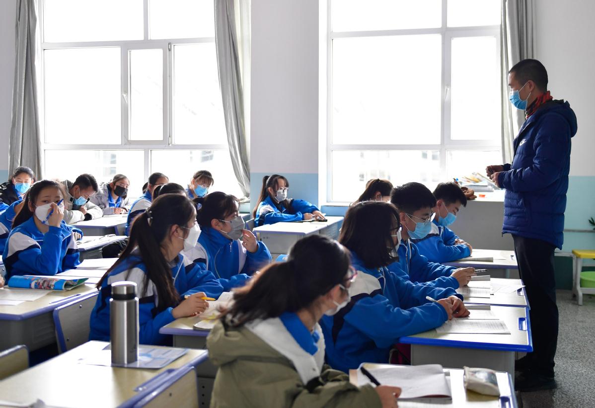 Ensino   Professores e funcionários com testes obrigatórios