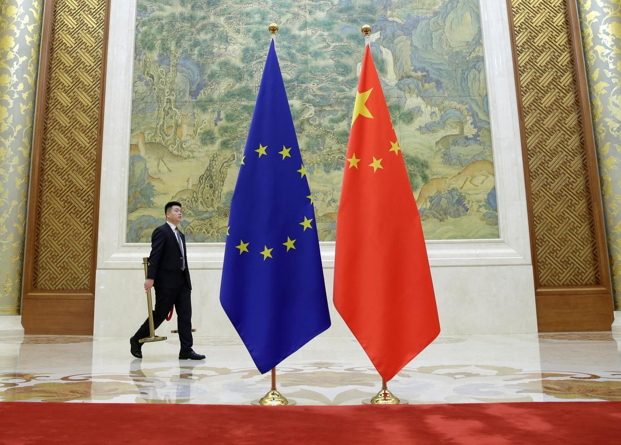 """UE e China alcançam """"acordo de princípio"""" sobre investimentos"""