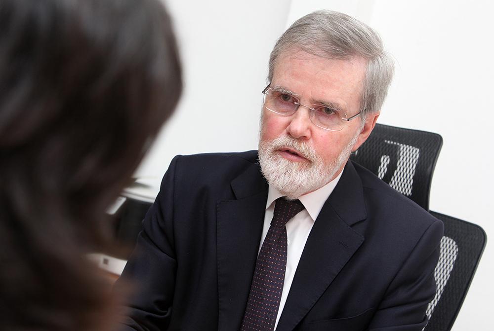 """Peter Stilwell, ex-reitor da Universidade de São José: """"Somos procurados por alunos de Hong Kong"""""""
