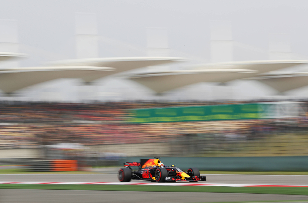 SHANGHAI, CHINA - APRIL 08: Daniel Ricciardo of Australia driving the (3) Red Bull Racing Red Bull-TAG Heuer RB13 TAG Heuer on track during qualifying for the Formula One Grand Prix of China at Shanghai International Circuit on April 8, 2017 in Shanghai, China.  (Photo by Mark Thompson/Getty Images) // Getty Images / Red Bull Content Pool  // AP-1RMHS59Y12111 // Usage for editorial use only //