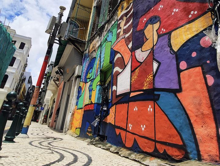Terminadas pinturas em dois murais na Rua de 5 de Outubro