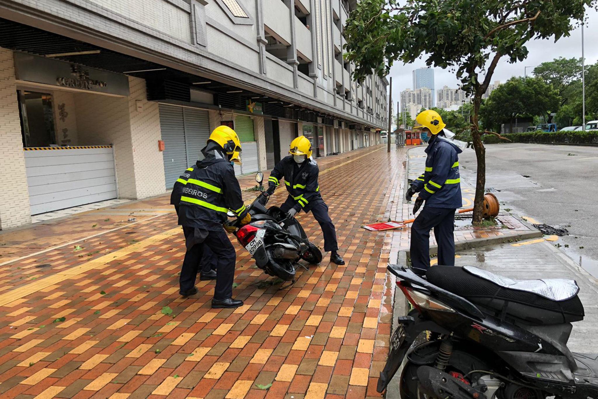 Higos   Tufão causou 15 feridos e levou à retirada de 2.722 residentes