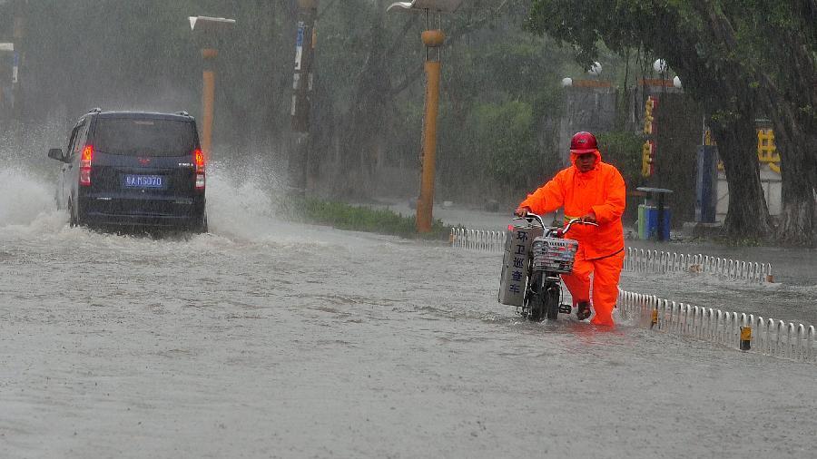 Tufão obriga retirada de populações nas áreas costeiras do leste da China