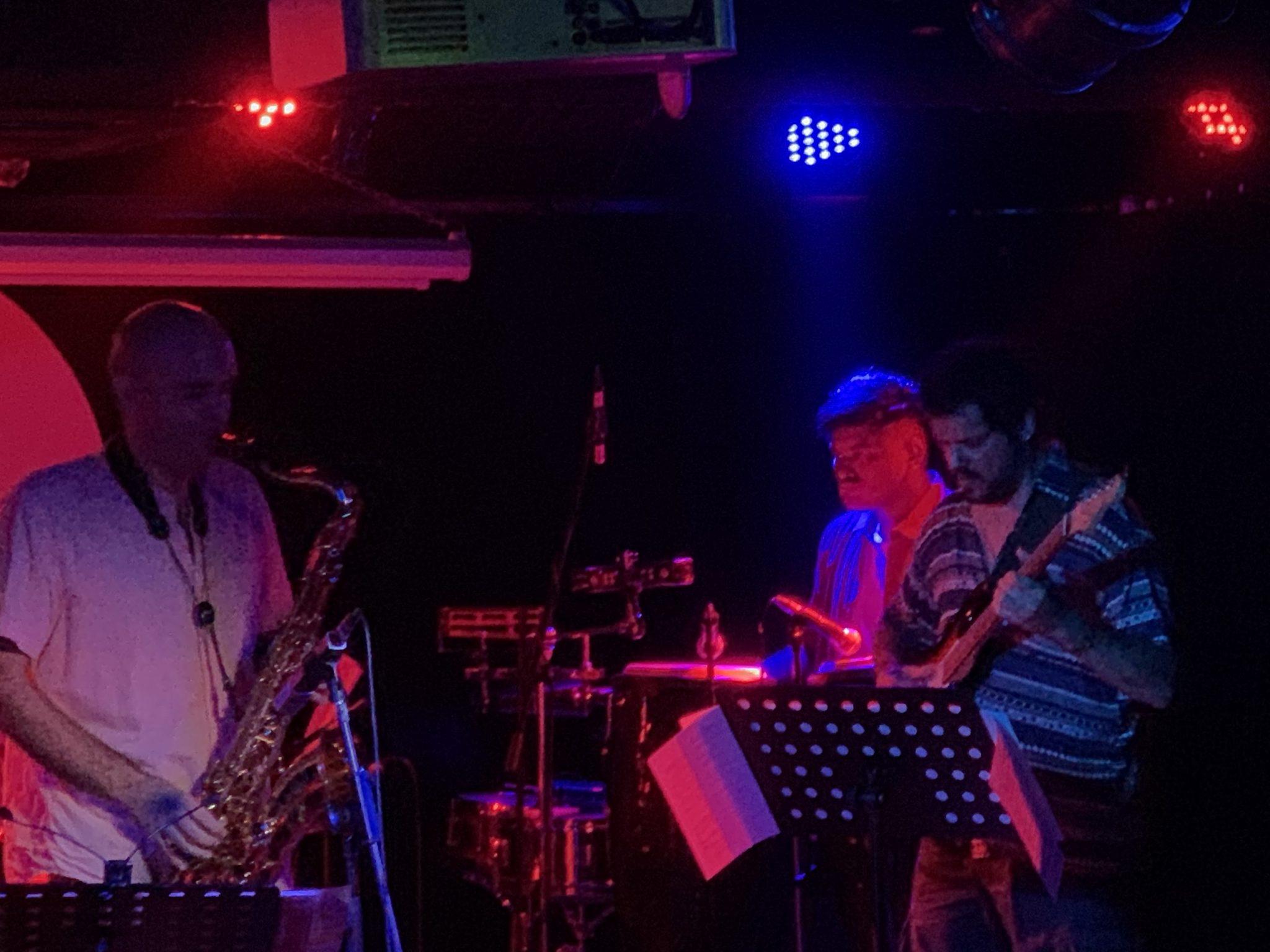 Música | Mars Lee Trio, Hot Dog Express e Lobo Ip sábado no LMA