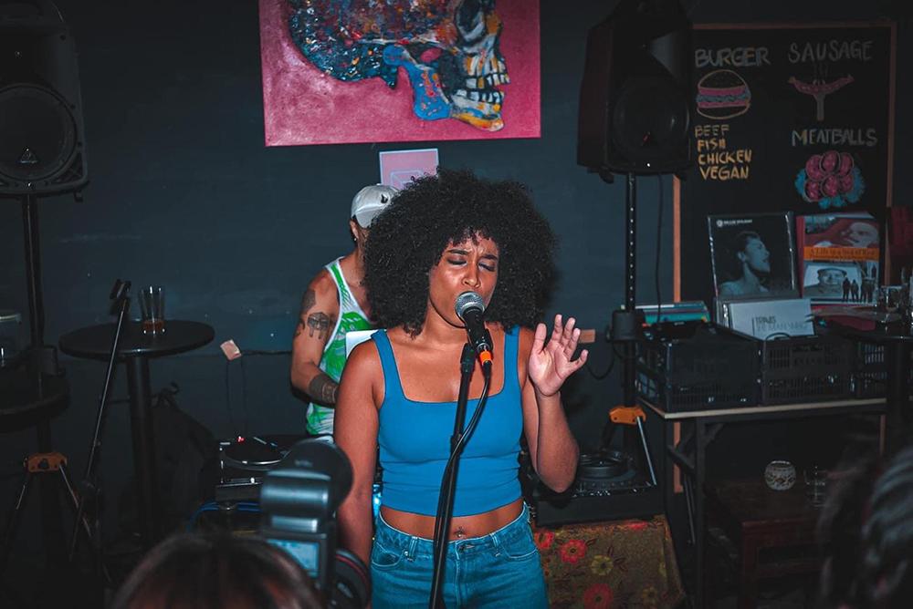 """Betchy Barros, cantora e uma das criadoras do evento """"Rootz"""": """"A música em Macau está incrível"""""""