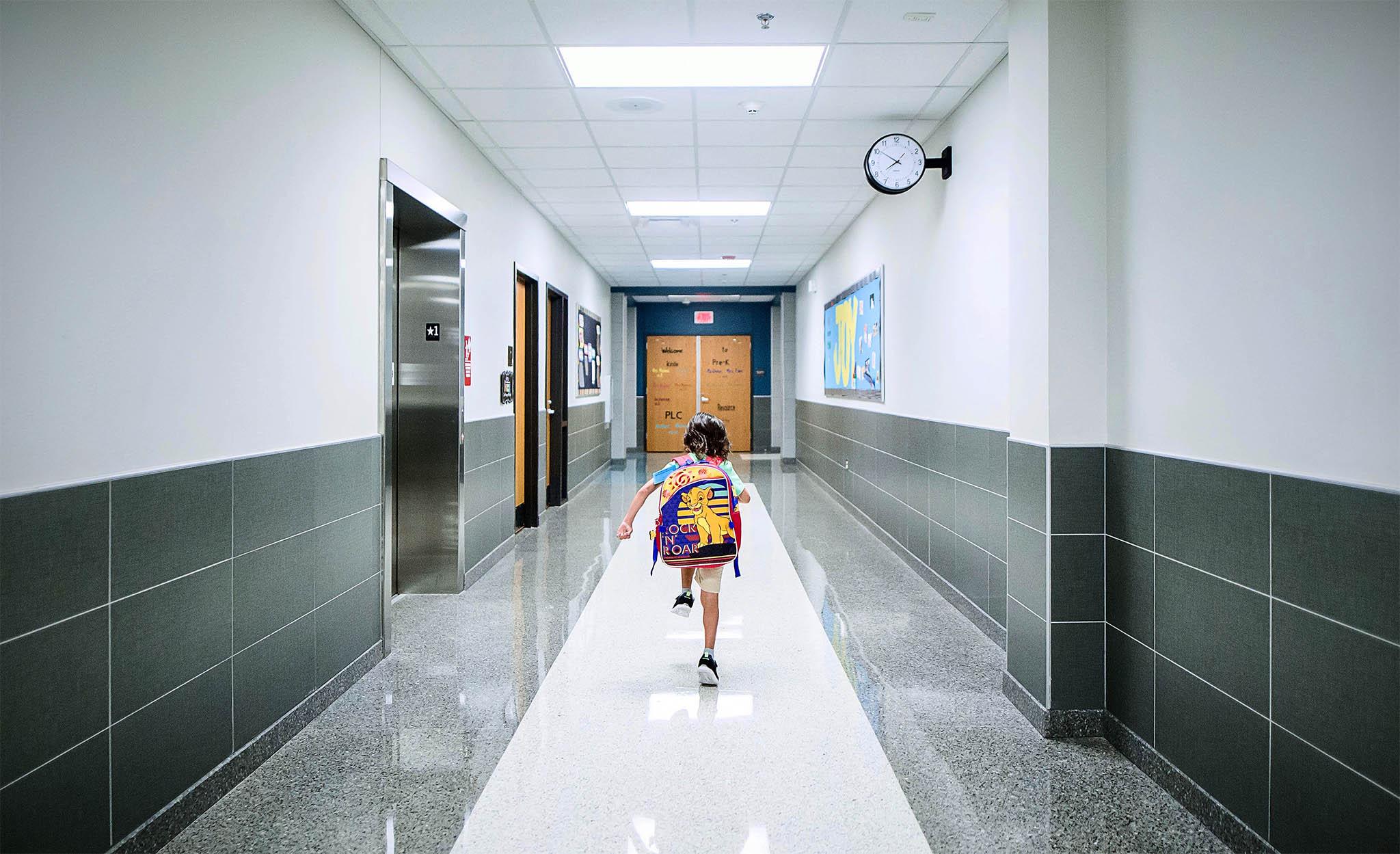 Educação | Apenas três escolas saíram de pódios de edifícios habitacionais