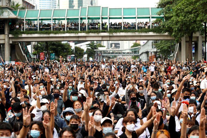Mais de mil manifestantes pró-democracia pedem reformas na Tailândia