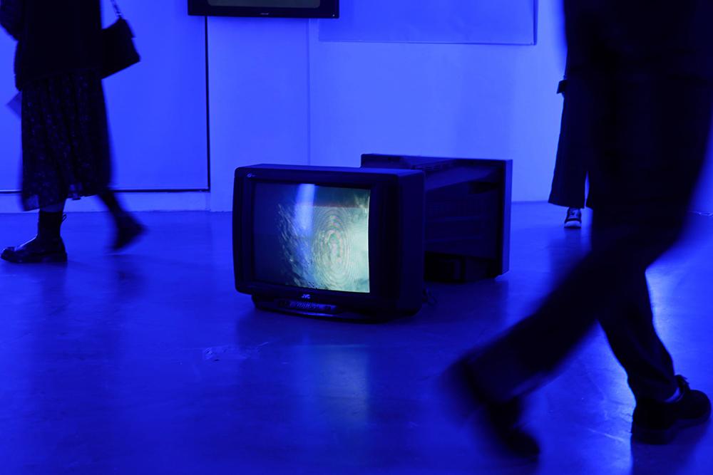 Armazém do Boi | Shi Wenhua expõe trabalhos em vídeo inspirados na cianotipia