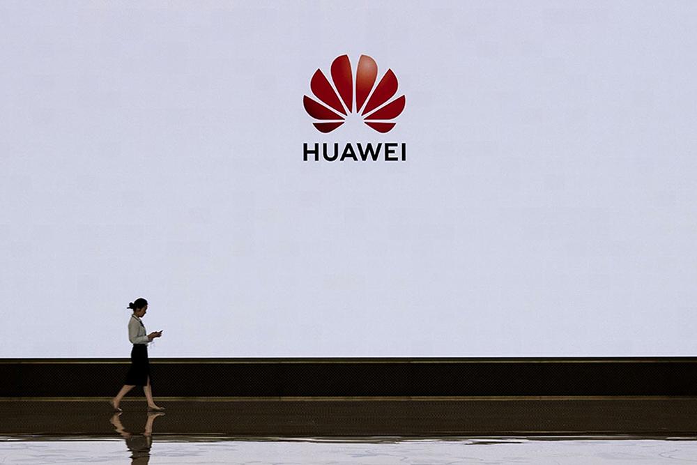 Huawei fora do 'top 5' de vendas de telemóveis na China pela 1.ª vez em sete anos